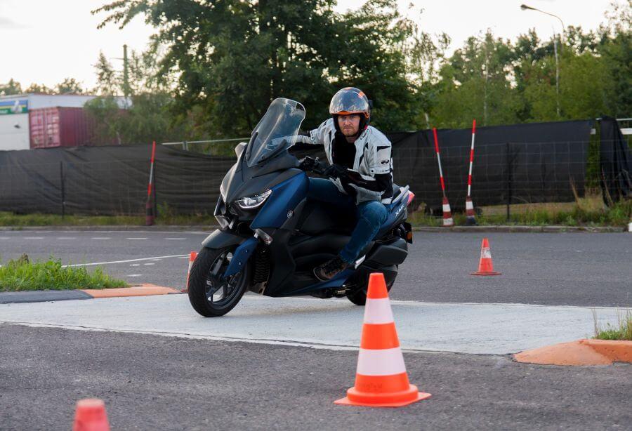 doskonalenie techniki jazdy dla motocyklistów